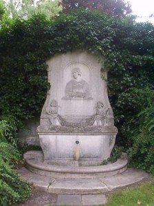 Paderborn_Luise-Hensel-Denkmal