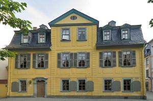 Schillers Wohnhaus in der heutigen Schillerstraße in Weimar (Bild Wikipedia,  Andreas Trepte, CC 2.5-Lizenz)